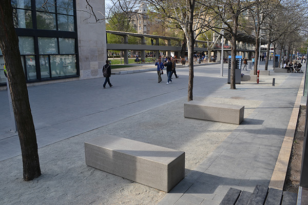 Erzsebet square benches